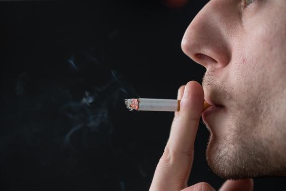 hawaii vender cigarros a mayores de 100 anos 1