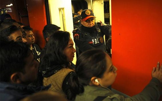 detienen a asaltantes que le quitaron 10 mil dolares a mujer en el metro 2