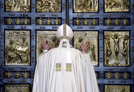 familiares del diablo quienes senalan errores de iglesia papa 1