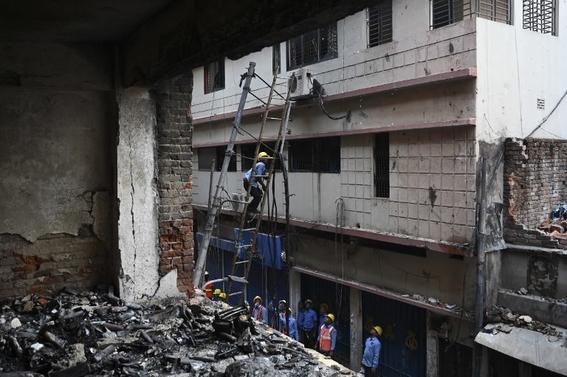 al menos 70 muertos deja un incendio de edificios en bangladesh 3