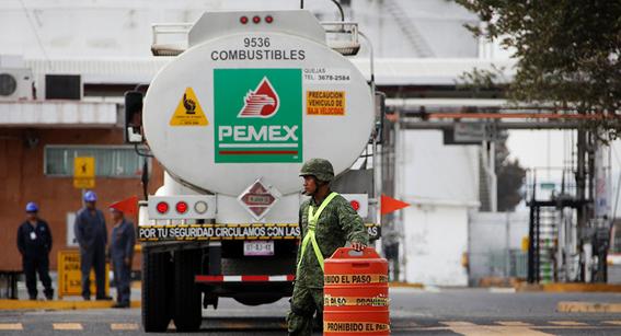 ingresos petroleros de mexico se desploman 52 enero 2