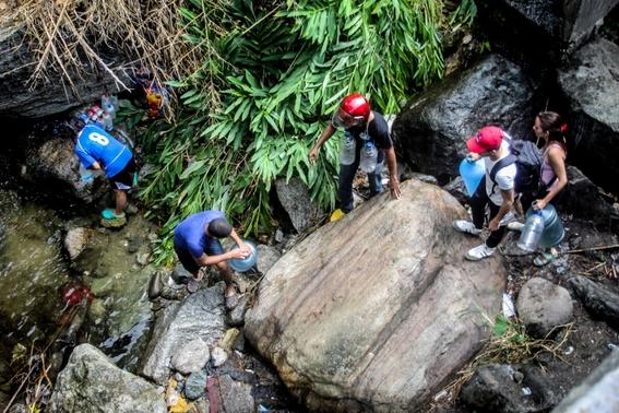 venezolanos beben agua de rios contaminados 1