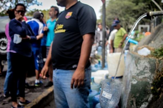 venezolanos beben agua de rios contaminados 2