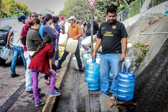 venezolanos beben agua de rios contaminados 3