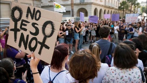 absuelven por violacion a hombres en italia porque la victima era fea 1