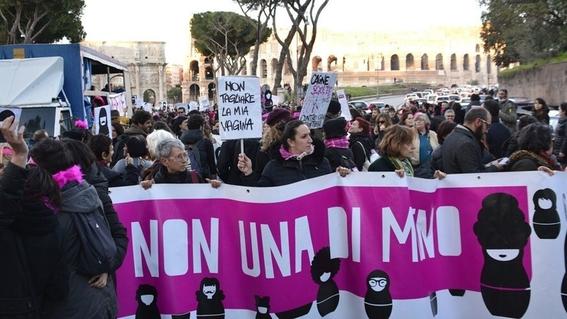 absuelven por violacion a hombres en italia porque la victima era fea 2