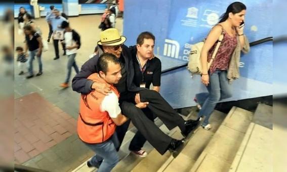 cargan a usuarios del metro 3