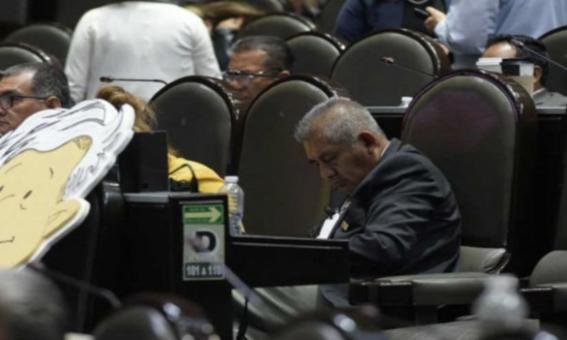 diputado morena se vuelve a quedar dormido durante sesion 1