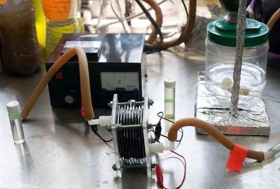 estudiantes del ipn convierten agua sucia en energia 1