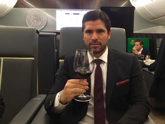se consumieron 746 botellas de alcohol en el avion presidencial 3