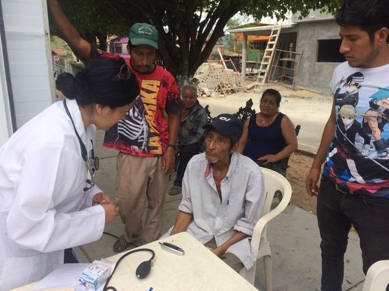 evaluan que estudiantes de medicina hagan servicio social en comunidades pobres 1