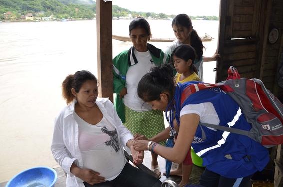 evaluan que estudiantes de medicina hagan servicio social en comunidades pobres 2