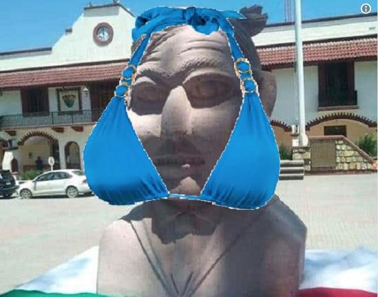 memes del busto de amlo en slp 4