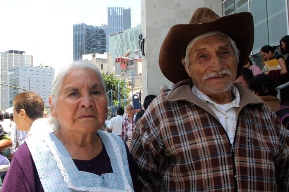 adultos mayores acusan que recibieron tarjetas sin fondos 2