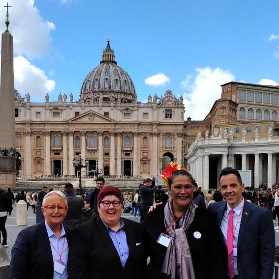 vaticano recibe a delegacion lgbt 1