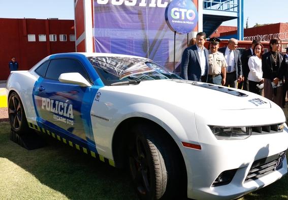 policias de guanajuato usan corvette para patrullar 3