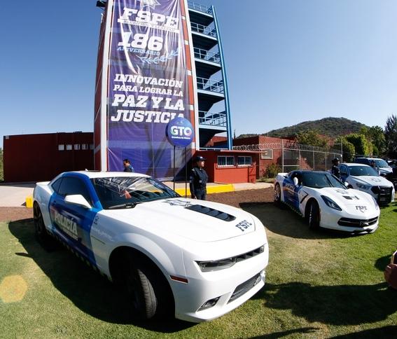 policias de guanajuato usan corvette para patrullar 2