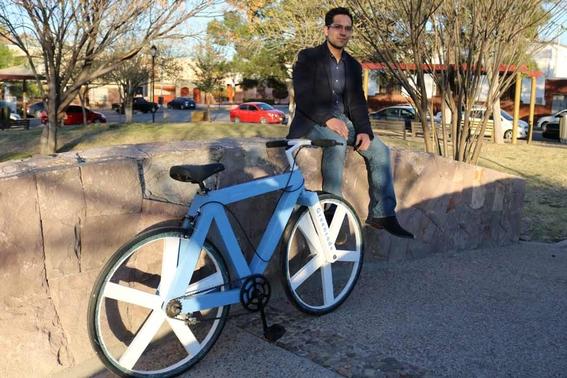 bicicleta hecha con papel reciclado 2