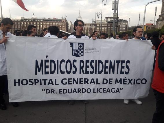protesta medicos residentes amlo 1
