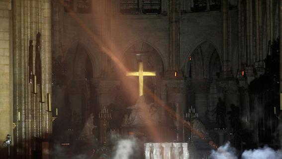 interior catedral de notre dame incendio 1