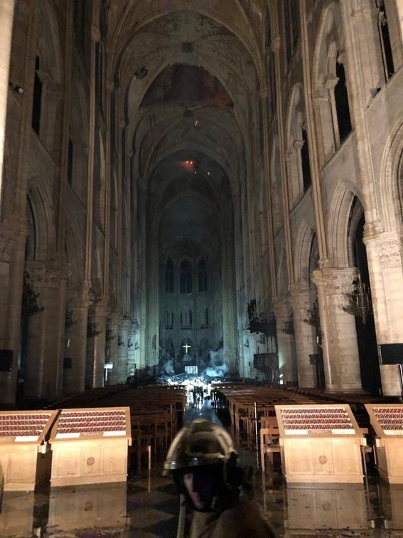 interior catedral de notre dame incendio 4