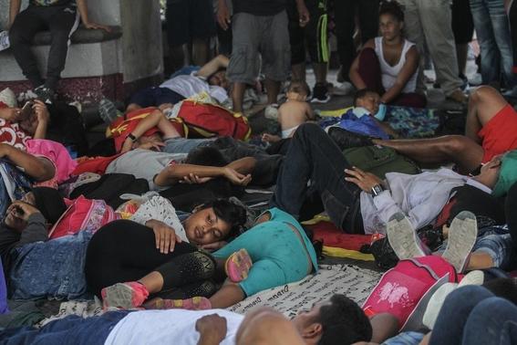 mas de mil migrantes se fugan de centro de detencion en chiapas 2