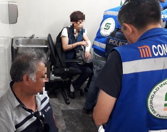 tumulto provoca caida de mujeres en escaleras del metro 1
