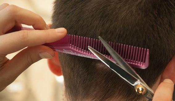 estudiante de secundaria consigue amparo para ir a clases con cabello largo 2