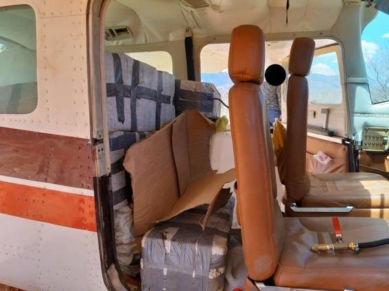 aseguran avioneta con 280 kilos de cocaina en durango 1