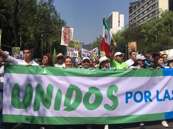 manifestantes marchan en la cdmx en contra del aborto 1