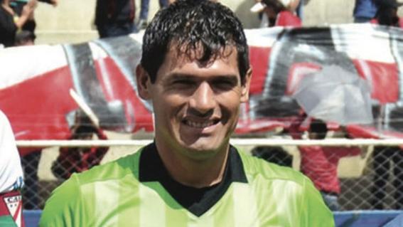 fallece arbitro boliviano en pleno juego de futbol 1