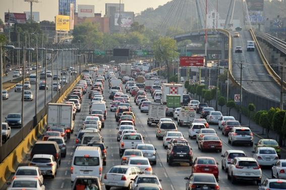 por las vias de acceso controlado no podran circular autos en los que vaya una sola persona 1