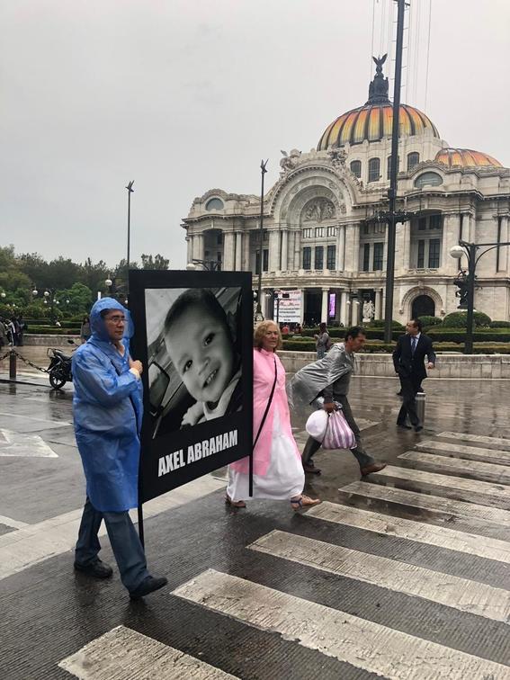 manifestacion de familiares de victimas de la guarderia abc 5