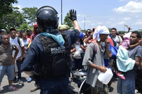 policiasymilitaresfrenancarvanamigranteenchiapas 1