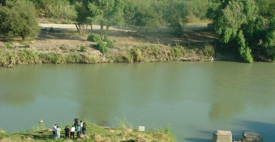 mueren padre e hija al intentar cruzar el rio bravo 2