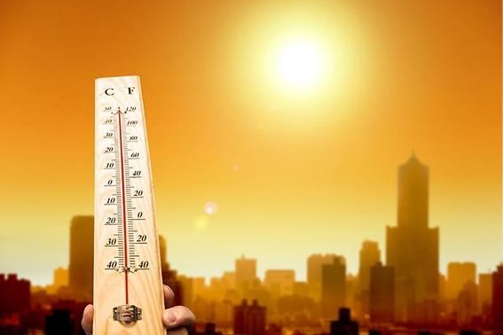 la inedita racha de calor ha levantado alertas en varios paises en los que  se esperan temperaturas superiores a los 45 grados inusuales para el 1