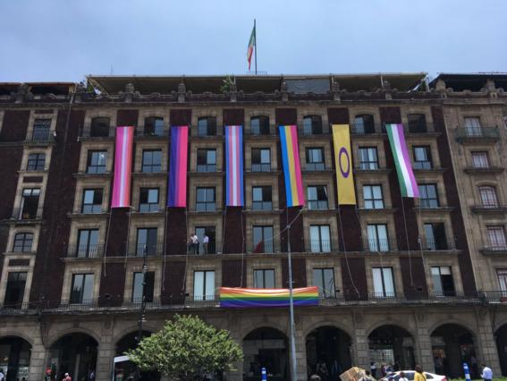 el zocalo de la cdmx se lleno de los colores del arcoiris para celebrar la marcha del orgullo gay este sabado en la capital del pais 1