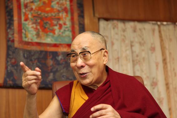 dalai lama dice que si su sucesor es mujer debe ser atractiva 1