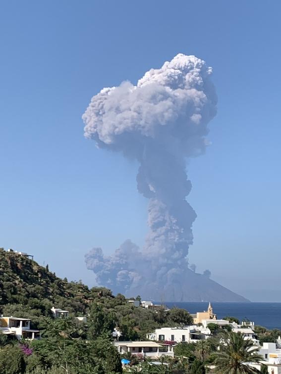 volcanstombolientraenerupcionitalia 1