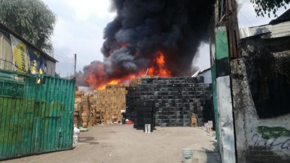 la tarde del lune se registro un incendio en las inmediaciones de la central de abastos ubicada en la alcaldia iztapalapa de la ciudad de mexic 1