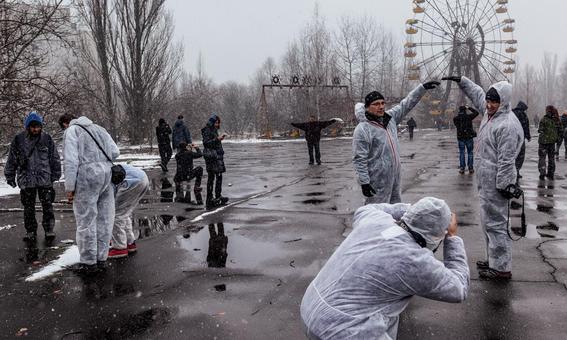 el presidente de ucrania firmo un decreto con el que busca convertir la zona de exclusion en torno a la central nuclear en un centro turistico 2