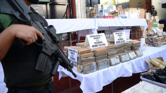 los habitantes de las playas de filipinas han notado el incremento de naufragio de misteriosos paquetes  se trata ladrillos de cocaina pura 1