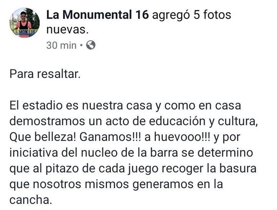 aficionados del america limpian el estadio azteca despues de un partido 2