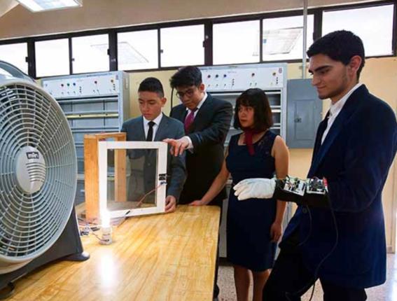 un grupo de estudiantes del ipn crearon un guante bluetooth para ayudar en las tareas domesticas de personas con problemas de discapacidad 1