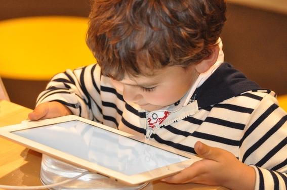 los videos con mas visualizaciones en youtube son aquellos de contenido infantil o juvenil tambien aquellos en los que participan menores de 13  1
