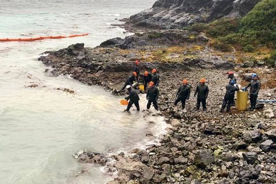 derraman 40 mil litros de diesel en isla guarello en chile 1