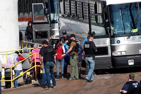 arrestanacasi700inmigrantesenredadamasivaenmisisipi 1