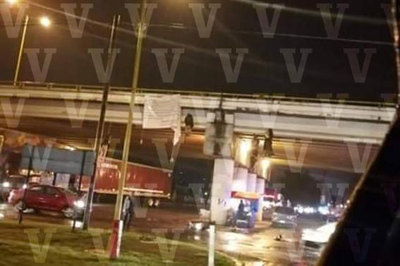 encuentran mas de 17 cuerpos en uruapan; algunos colgaban de puentes peatonales 1