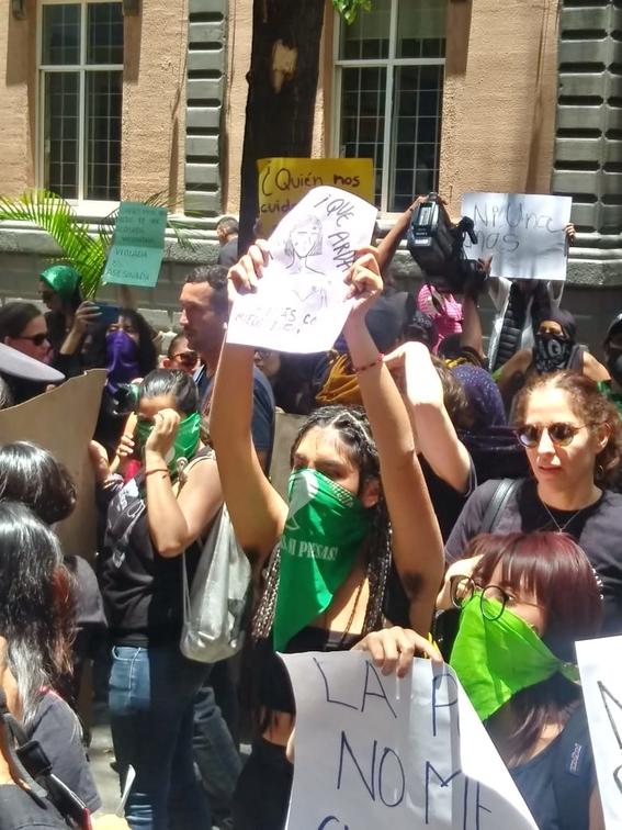 pintan a titular de la ssp jesus orta durante manifestacion feminisita 4