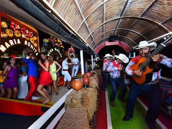 un litro de alcohol por trajinera la nueva medida en xochimilco 1